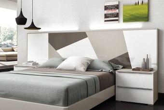 חדר שינה יוקרתי דגם אלדורה ממותג הרהיטים הספרדי חוזה רובירה.  חדר שינה אלדורה משתלב עם סדרת השידות והקומודות המאופיינים ברמת גימור גבוהה ומגירות עם מנגנון טריקה שקטה איכותית.  ניתן לבחור את המיטה ב- 4 סוגי בסיסים - במה צפה, עם רגלי עץ, במה מלאה וארגז מצעים, ואת היחידות הנוספות של חדר השינה ב 30 צבעים, עם גימור לבחירה של פורניר עץ טבעי או אפוקסי מבריק/מט.  בתמונות ניתן לראות את המיטה עם בסיס במה צפה ועם ארגז מצעים. השידות, קומודות ושיפוניירות המצולמות בתמונות מהדגמים URBAN, INNOVA ו- STYLE.