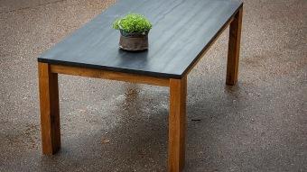 שולחן פינת אוכל מעץ אלון מלא.  נבנה בנגרות מסורתית בעבודת יד ישראלית  ניתן להזמין לפי מידה  ניתן להזמין בסוגי עץ וגימורים שונים