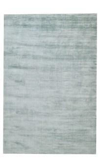 """מק""""ט 3234  מאפיין ללא דוגמא, מודרני מעצבים  מידות בין לאומיות 120*180 ס""""מ – S, 140*200 ס""""מ – M, 160*230 ס""""מ – L, 200*300 ס""""מ – XL, 240*340 ס""""מ – XXL  גובה 5 מ""""מ  צפיפות 250,000 קשרים למ""""ר  צבע טורקיז  טכניקת אריגה עבודת יד  חומר משי במבו  מקור הודו"""