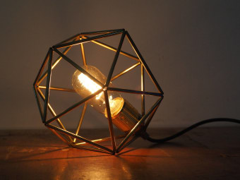 """Medium size modern ceiling light fixture - Cage pendant lamp shade - Icosahedron gold chandelier light - Modern mid century dining room lighting. A perfect metallic geometric Icosahedron shaped lighting. Beautifully finished. This lamp will, literally, light up your living room or dining corner with it's elegant chic look. Great and unusual as house warming gift for modern design lovers, Handmade with great attention for details and from the best quality materials and parts.  Including:  Pendent light -  1 Electric cord, fabric coated in several colors of your choice - 1 meter (If you need more please contact me). 1 Black Ceiling plate, 11 cm diameter (possible to upgrade to brass plate)  Table lamp -  1 black / white electric cord - 1.5-2 meter including a switch and a European compatible plug 220-240V 16A (for this option choose """"Plug (only b/w wire)"""" in the ceiling plate section when checking out and choose black or white for """"Electric wire color"""")  Dimensions: 25 x 25 x 28H (cm)  This item is made to order. Please allow up to 2 weeks, but usually it takes much faster (2-3 days). You can contact me ans ask to speed the production and I'll do my best. Its is possible to order it with dark brass finish / paint coating / raw aluminum (silver color).- for any of these, please contact me.  These are the sizes I make them, but you can ask for any size - Small - etsy.me/2E8aSF1 Medium - etsy.me/2EJT04h Large - etsy.me/2C1GsSU Extra large - etsy.me/2E77tt"""