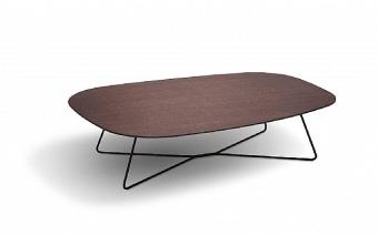 שולחן סלון בעל רגל מתכת בגימור פורניר אקליפטוס, צבעי מט או שיש