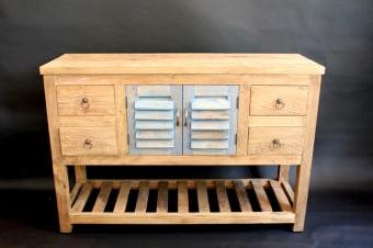 ארון אמבטיה עשוי עץ טיק טבעי עם דלתות תריס כחולות. קיים בשני גדלים  מידות 120-140/40/81