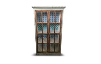 """עץ אורן בשילוב MDF. 2 דלתות. גווני כחול.  מידות: אורך: 91.5 ס""""מ רוחב: 44.5 ס""""מ גובה: 159.5 ס""""מ"""