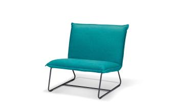 """כורסא בריפוד בד בגוון טורקיז, תיפורים תואמים. בד 100% כותנה. רגל בצבע שחור.  מידות: רוחב: 83 ס""""מ עומק: 83 ס""""מ גובה: 90 ס""""מ"""