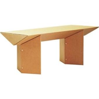 """גובה 74 אורך 180 רוחב 78 ס""""מ 182x46.5x10 ס""""מ משקל9 ק""""ג.  במידה ומשמש כשולחן אוכל מןמלץ למרוח לכה, או להוסיף פלטת זכוכית.  ניקוי במטלית לחה בלבד. גוף + משטח עליון: קרטון גלי דו שכבתי במשקל גבוה במיוחד לחוזק ועמידות מרביים. עשוי מ- 80% נייר ממוחזר וניתן למחזור מלא.  גרמניה/ישראל."""