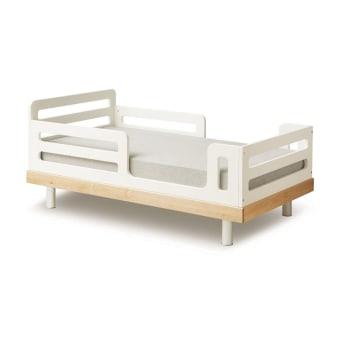 מיטת מעבר קלאסית מייצגת ציון דרך בהתפתחות של ילדך, מתינוק לילד. כמיטה מכווצת עם מיקום מזרן נמוך, תחושת העצמאות החדשה של ילדיך מתחזקת ביכולתם לטפס ולצאת בעצמם.