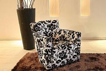 כורסא מעוצבת מדגם רימיני מבית Vitorio Divani, ייבואן רשמי של מוצרי ריהוט לבית. הריהוט מגיע בגימור מושלם ובאיכות בלתי מתפשרת תוך שימוש בחומרי איכותיים להבטחת עמידות לאורך זמן.