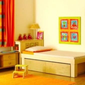 """מיטת אסף עשויה כולה מלביד הליבנה האיכותי. מיטה במראה נקי. מיטת חבר נסתרת . שתי מגירות עמוקות במיוחד. שני מזרוני ספוג כחול. מידות מזרן מיטה עליונה 190/90 ס""""מ. מידות מזרן של המיטה הנפתחת 167/90 ס""""מ . במיטה צבועה בצבע ווש איכותי וידידותי לסביבה."""