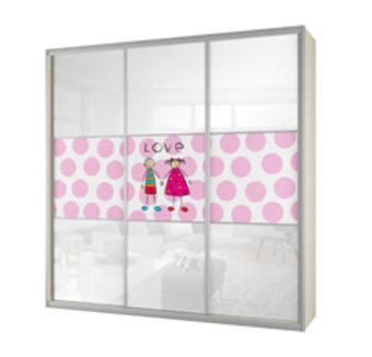 תיאור מוצר ארון שלוש דלתות זכוכית לבנה קליר בלגית, בשילוב הדפסה לאורך הארון. הארון כולל: 13 תאי אחסון, 2 מגירות פנימיות ותליה גבוהה אחת. הארון מיועד לחדרי ילדים וחדרי משחקים. מציע פתרון אחסון גדול וכולל ועיצוב ייחודי. מגיע במגוון רחב של דוגמאות להדפסה וצבעים של גוף הארון וזכוכיות הדלתות.