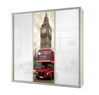 תיאור מוצר ארון 3 דלתות הזזה, זכוכית לבנה קליר בלגית בשילוב דלת מודפסת בדוגמת לונדון על גבי זכוכית לבנה קליר. הארון כולל כ- 13 תאי אחסון, 2 מגירות פנימיות ותליה גבוהה אחת. ניתן לבצע שינויים במבנה ותכולת הארון וכן בעיצוב החיצוני של הארון.