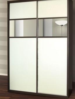 תיאור מוצר ארון שתי דלתות זכוכית לבנה בשילוב מראה כהה. הארון כולל: 7 תאי אחסון, 2 מגירות פנימיות ותליה גבוהה אחת. ניתן לבצע שינויים ותוספות, כגון: פתרונות אחסון לנעלים, מגירות, מדפים ותליה נוספים.