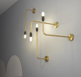 קולקציית מנורת קיר מדהימה, המגיעה במגוון רחב של דגמים וגדלים, שיכולה לשמש כקישוט על הקיר.