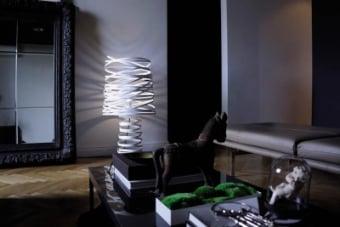 סידרה: CURL MY LIGHT מעצב/מותג: STUDIO ITALIA DESIGN-DIMA LOGINOFF חומרים: מתכת צבעים: לבן/שחור