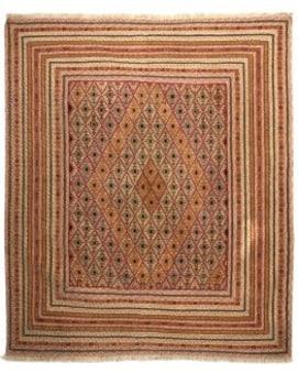 שטיח שמקורו באוזבקיסטן, הנמצאת צפונית לפרס. שטיח הארוג בשילוב מיוחד של שלוש טכניקות אריגה שונות: קילים, סומק ופלומה. השילוב המיוחד יוצר חיבור בין טקסטורה ועומקים שונים בשטיח. סקאלת הצבעים כהים בעיקר בגוונים אדומים , כחולים ובז'ים .