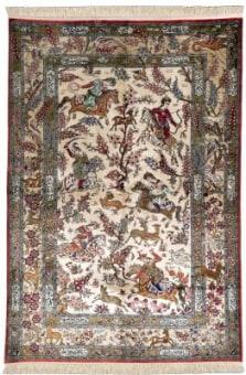 שטיח שמקורו בעיר קום שבפרס, שטיח קלאסי הנחשב לאחד השטיחים היוקרתיים ביותר, מאופין ברמת צפיפות גבוהה מאוד, בסיס השטיח בדרך כלל משי. שטיחי הקום מעוטרים בציורים המתארים סצינות מההסטוריה המזרחית.
