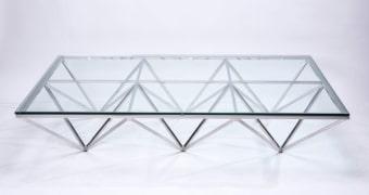 """שולחן סלוני     זכוכית שקופה 12 מ""""מ     רגל ניקל מבריק     W 1575     D 1050     H 320"""