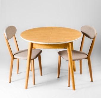 """השולחן בצורה אליפסה נפתח לשולחן עגול, אמין מאוד ונוח לשימוש יומיומי.     פלטת השולחן עשויה MDF + זכוכית מחוסמת, חזקה במיוחד בעובי 10 מ""""מ.     פינת אוכל כוללת 4 כסאות בצבע תואם, מרופדות דמוי עור איכותי וקל לניקוי.  מידות השולחן במצב סגור:     אורך: 98 ס""""מ  גובה 75 ס""""מ  מידות שולחן במצב פתוח:  אורך: 120 ס""""מ  רוחב: 98 ס""""מ"""