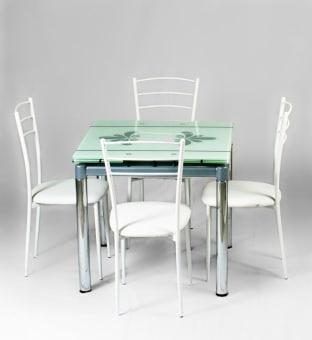 """השולחן מעוצב ונפתח לאורך 130 ס""""מ     פלטת השולחן עשויה זכוכית מחוסמת המחוברת בהדבקת לייזר לבסיס הרגליים     הזכוכית הינה זכוכית מחוסמת בעובי של - 8 מ""""מ, הזכוכית חזקה במיוחד  מידות השולחן:     אורך: 80 ס""""מ (פתוח 130 ס""""מ)     רוחב: 80 ס""""מ  שילוב זכוכית עם רגלי ניקל.  הובלה והרכבה 299 שייח בעת מסירת הרהיטים  זמן הספקה 10 יום"""