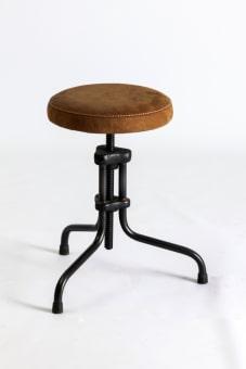 שרפרף דגם VL107-U , שלד מתכת , מושב מרופד עור  45*42*46H