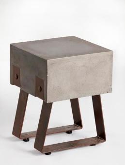 """שרפרף דגם ואדר  מושב בטון  שלד מתכת חלודה  מידות: 35/36/46 ס""""מ"""
