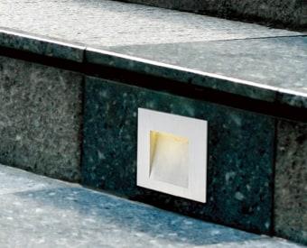 לשימוש תאורת חוץ. מקור אור 2W לד Osram.   מיוצר מנירוסטה.   זמין בצבע לבן, נירוסטה.
