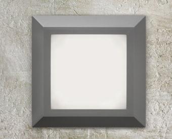 צמוד קיר לשימוש תאורת חוץ. מקור אור 3.5W לד.   מיוצר מפלסטיק.   זמין בצבע אפור, לבן, בזלת.
