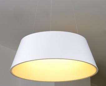 מנורת תלייה לשימוש תאורת פנים. מקור אור 72W לד.   מיוצר מאלומיניום + אקרילי.   זמין בצבע שחור, לבן.