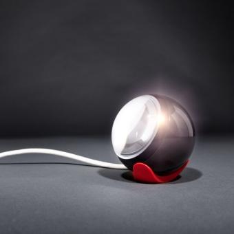 """מנורת רצפה לחוץ הבית של חברת ONO LUCE. למנורה דרגת אטימות גבוהה IP65 עשויה מאלומיניום.  הצבע שבו המנורה מצופה הינו צבע מיוחד שמגן על גוף התאורה מנזקי הטבע.  ניתן להשיג את מנורת DOSSA בשתי סוגי נורות: פלורסנט או נורת מת""""ל. המנורה מכוסה זכוכית מלמטה ומלמעלה.  גוף התאורה ננעץ בקרקע על ידי חלקים מיוחדים.  הגדרה: כללי  צורה: לא מוגדר  פנים \ חוץ: חוץ  סוג התקנה: ללא התקנה  מק''ט ספרה: ro00-vi00231  שם מוצר: DOSSA  עיצוב:  ,Diego Chilo"""