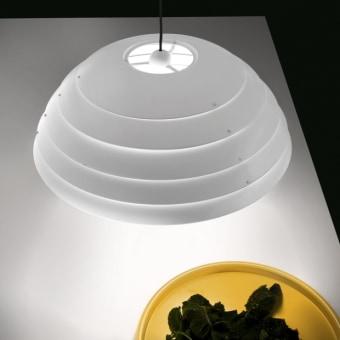 מנורת רצפה עומדת ZEPPELIN עשויה ממתכת צבועה בצבעים משתנים.  שילובי הצבעים: שחור-לבן-טורקיז או אדום-צהוב- כחול.  הגדרה: כללי  צורה: לא מוגדר  פנים \ חוץ: פנים  סוג התקנה: עמוד  שם מוצר: ZEPPELIN  חברה: DISEGNOLUCE  עיצוב:  ,Andrea Bastianello