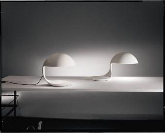 מנורת שולחן PIPISTRELLO - סמל של חברת MARTINELLIE LUCE יכולה לשמש כמנורה  שולחנית או כמנורת רצפה. המנורה משנת 1965 מוצגת לראווה במוזאונים מפורסמים ברחבי העולם.  הבסיס של המנורה יכול להגיע בצבעים שונים.  הגדרה: כללי  צורה: לא מוגדר  פנים \ חוץ: פנים  סוג התקנה: עמוד  מק''ט ספרה: sia00-mr00042  שם מוצר: PIPISTRELLO  עיצוב:  ,Gae Aulenti