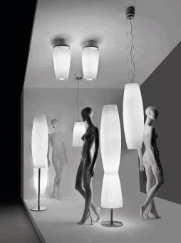 מנורת שולחן BURAN מיוצרת משילוב של זכוכית שקופה ומתכת. כבל אדום לתוספת שמכניס צבע וחיות  לעיצוב הדגם. ניתן להשיג בשני גדלים.  הגדרה: כללי  צורה: לא מוגדר  פנים \ חוץ: פנים  סוג התקנה: עמוד  שם מוצר: BURAN  עיצוב:  ,Tomas Bersunses