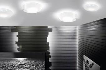 מנורת תקרה צמודה, ניתן להשיג בשני גדלים. בצבע לבן עם שילוב של כרום.  המנורה מפיצה הילה על גבי התקרה ומפיצה אור נעים ורך.  הגדרה: כללי  צורה: עיגול  פנים \ חוץ: פנים  סוג התקנה: צמוד  שם מוצר: GLOBAL  עיצוב: