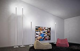 מנורה צמודת קיר או תקרה. עשויה מתכת בצורה ריבועית. המסגרת של המנורה מגיעה בצבעי לבן ואפור ניקל מוברש.  הגדרה: כללי  צורה: ריבוע  פנים \ חוץ: פנים  סוג התקנה: צמוד  מק''ט ספרה: tkiz00-lu00001  שם מוצר: FLAT-Q  חברה: LUCENTE  עיצוב:  ,Roberto Favaretto