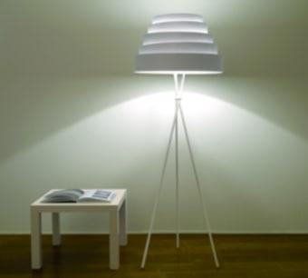 מנורת צמודה היכולה לשמש גם לקיר וגם לתקרה. המנורה עשויה מאלומיניות הצמוד לקיר/תקרה וכיסוי בצבע אופל.  הגדרה: כללי  צורה: מלבן  פנים \ חוץ: פנים  סוג התקנה: צמוד  מק''ט ספרה: tiz00-ml000049  שם מוצר: מנורת קיר/תקרה VOLTO-COPERTO  חברה: MOLTO LUCE  עיצוב:  ,IN HOUSE