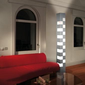 מנורת רצפה עומדת, עשויה זכוכית מנופחת, בצורת כדור. מגיעה עם כדור אחד, ושניים. קיימת בצבע לבן.  קישור לסרטון ייצור גוף התאורה  הגדרה: כללי  צורה: כדור  פנים \ חוץ: פנים  סוג התקנה: עמוד  מק''ט ספרה: ria00-vi00169  שם מוצר: LUCCIOLA  חברה: VISTOSI  עיצוב:  ,Archivio Storico