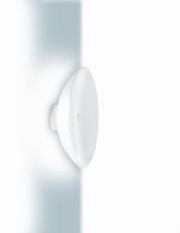מנורת לד בצורת טרפז. בזכות הצורה המיוחדת של המנורה נוצר רצף בין מקור האור לקיר עצמו.  המנורה מיוצרת ממתכת לבנה וניתן להתקין אותה בזוויות שונות בקיר.  ניתן להשיג בשני גווני אור. לבן חם או לבן טבעי.  הגדרה: כללי  צורה: טרפז  פנים \ חוץ: פנים  סוג התקנה: צמוד  מק''ט ספרה: tit00-lu00140  שם מוצר: VERSO  חברה: LUCENTE  עיצוב:  ,Mario Mazzer