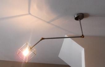 מנורת תליה ANKE עשויה ממתכת בצבעים : שחור מבריק, או לבן עם כתום בפנים.  ניתן להשיג בשני גדלים שונים.  הגדרה: כללי  צורה: כיפה  פנים \ חוץ: פנים  סוג התקנה: תלוי  חברה: LUCENTE  עיצוב:  ,POOM LAB