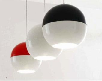 מנורת תקרה תלויה, עשויה משילוב של זכוכית שקופה ומתכת. בצורת גליל מפותל. בצבעים: לבן, אמבר, אדום ותכלת.  הגדרה: כללי  צורה: כיפה  פנים \ חוץ: פנים  סוג התקנה: תלוי  מק''ט ספרה: tit00-lu00010  שם מוצר: PINKO  חברה: LUCENTE  עיצוב: