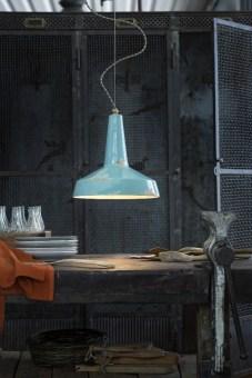 מנורת תקרה תלויה המורכבת משלושה גופי תאורה מחוברים.  מנורת ייחודית זו היא חלק מסדרת מנורות בעיצובו של מעצב העל קארים ראשיד.  קיימת בשלושה צבעים- כרום-זהב, לבן- זהב, לבן-לבן.  בסדרה קיימות ורסיות של מנורה תלויה, צמודת תקרה, שלישייה או יחיד.  הגדרה: לד  צורה: לא מוגדר  פנים \ חוץ: פנים  סוג התקנה: תלוי  מק''ט ספרה: tit00-ax00124  שם מוצר: NAFIR  חברה: AXO LIGHT  עיצוב:  ,Karim Rashid