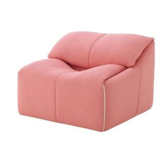 כורסת PLUMY של חברת LIGNE ROSET עוצבה לראשונה בתחילת שנות ה80.  גוף הכורסא עשוי כולו ספוג בולטקס ומרופד שכבה של נוצות אווז המרככות את הישיבה.  בשילוב עם ההדום ניתן לפתוח את הריפודים וליצור chaise loungue נוח ומפנק.  ניתן לבחור בד ריפוד מתוף מגוון גדול של בדי ריפוד  לסדרה זו יש 2 מידות של ספות, כורסא והדום.