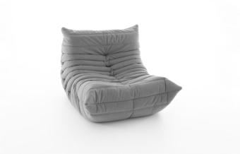 כורסא לילדים מדגם MINI TOGO של המעצב Michel Ducaroy עבור חברת LIGNE ROSET  בנויה כולה מגוף ספוג. ספה פשוטה ומעודנת כאחד, מושלמת לאורח חיים נוח וחסר דאגות של ילדים.  הילדים מוזמנים לקפוץ ולטפס על הכורסא ואף להרימה מבלי לדאוג שיהרסו את הכורסא.  גובה המושב הנמוך, יחד עם הקימורים של הספה על המושב ומשענת הגב, מזמינים רגיעה.  הספה מיוצרת משכבות של ספוג פוליאסטר בעוביים ומרחקים שונים.  הכיסוי לא ניתן להסרה ולכן מומלץ להזמינה בכיסוי עור או בדי מיקרופייבר. בד מדגם TONGA / HOT בהם אנו מציעים את הכורסא הם בדים עמידים מאוד וקלים לניקוי ותחזוקה.