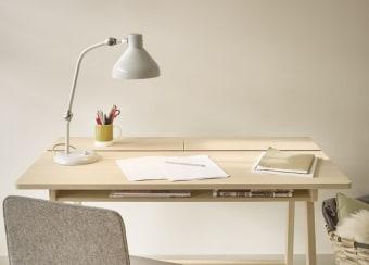 שולחן כתיבה דגם LANDA תוצרת צרפת מעץ אלון מלא.  שולחן פונקציונלי מאוד עם אחסון ותעלה לכבלים  ניתן להזמין את השולחן לפי מידה וניתן לבחור את גוון העץ