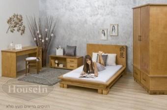 """מיטה וחצי דגם יפני  מידות פנימיות - מיטה וחצי:  אורך 190 ס""""מ, רוחב 120 ס""""מ  מיטה נמוכה ברוח העיצוב היפני המסורתי הנקי, מקנה אווירה אנרגטית חיובית בחדר הנוער או בחדר השינה. מיטה וחצי עשויה מעץ ליבנה איכותי, גב הראש הגבוה עשוי גם הוא מעץ ליבנה וניתן לקבוע את גובהו לפי צורך אישי. למיטה מסגרת ברוחב 10 ס""""מ מכל צד, מקנה תחושה מרחבית נעימה וההפרדה בין הפלטות בגובה המיטה מקנה תחושת ציפה ייחודית לדגם זה. המיטה צבועה בצבע אחד או יותר ובמידות כלליות לבחירה.  שולחן כתיבה דגם יפני עם 2 מגירות  מידות השולחן:  70/140 ס""""מ  שולחן כתיבה קלאסי בעיצוב נקי בהשראת העיצוב היפני. השולחן משמש כשולחן כתיבה או כשולחן מחשב ועבודה. לשולחן שתי מגירות והוא עשוי מעץ ליבנה, צבוע בגוון אחד או יותר לבחירה.  שידה לטלוויזיה  מידות השידה לטלויזיה:  רוחב 120 ס""""מ, גובה 45 ס""""מ, עומק 40 ס""""מ  שידת טלויזיה נוחה במיוחד, עשויה מעץ ליבנה איכותי חזק המתאים לנשיאת משקל הטלויזיה ואחסון פריטי מדיה שונים. לשידה שתי מגירות רחבות ומדף פתוח לאחסון נוח ופונקצינאלי עבור פריטים בחדר הילדים והנוער, בפנית הטלויזיה, בחדר השינה או בחדר העבודה. השידה יכולה לשמש גם כתוספת ליד שולחן הכתיבה.  ארון 2 דלתות דגם יפני  מידות הארון:  רוחב: 130 ס""""מ, גובה 220 ס""""מ, עומק 60 ס""""מ  ארון 2 דלתות מעץ ליבנה רחב במיוחד + 2 מגירות גדולות. היופי בארון שהחלק התחתון בולט מהחלק העליון ונראה כמו שידה שעליו בנוי החלק העליון. הארון מתאפיין בקו ובסגנון יפני אותנטי וצבוע בחום."""