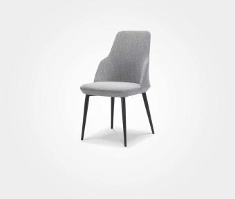 """כסא אוכל בריפוד בד שחור/לבן.  מידות:  רוחב: 57 ס""""מ  עומק: 48  גובה: 85 ס""""מ"""