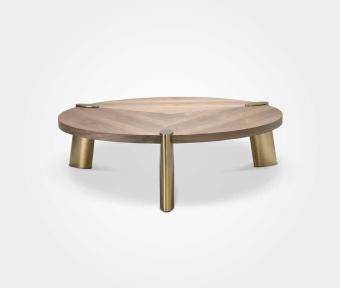 """שולחן סלון עגול עשוי פ. אגוז בשילוב רגל בראס.  מידות:  קוטר: 162 ס""""מ  קוטר פלטה ללא רגליים: 140  גובה: 43 ס""""מ"""