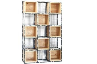 כוורת מדפים עם ברזל – רהיט מיוחד עם נגיעה בסגנון תעשייתי מחוספס    כוורת מדפים עם ברזל המכילה תאים מעץ מלא ואיכותי עם אפשרות שליפה ובסיס של ברזל מעובד למראה תעשייתי. ארון מקסים לתצוגה או כפריט עיצוב מיוחד העומד בפני עצמו. מתאים לעיצוב חללי מגורים, עבודה וגם חדרים לארועים וכדומה. לכוורת גב רשת פתוח למראה אוורירי.