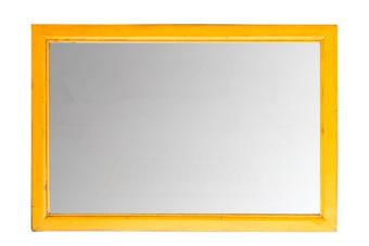 מראה בצבע צהוב מיוחד – אלמנט צבעוני בשני גדלים לבחירה ועיצוב מושלם    מראה בצבע צהוב עם מסגרת עץ מהודרת ואפשרות תליה לאורך או לרוחב. מתאימה מאוד בתור מראה מעוצבת בסלון וכאלמנט צבעוני מיוחד. האורך הגדול מתאים גם לתליה לאורך ושימוש בתור מראת גוף.