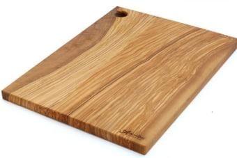 משטח קרשי חיתוך גדולים מעץ זית מלא    קרשי חיתוך גדולים מעץ. הקרש מיוצר מעץ זית מלא ומעוצב בסגנון כפרי טבעי הכולל את הטקסטורה הטבעית של העץ. מתאים לעבודה שוטפת במטבח אבל גם בתור פלטה להגשת גבינות וכדומה. מיוצר באיטליה, מוצר מקסים ותוספת עיצובית כפרית מקורית למטבח.