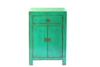 שידת לילה מקסימה ותוספת צבעונית לחדר השינה עם מקום לאחסון    שידת ירוקה מעץ למיטה ולעיצוב חדר השינה. השידה בגודל קומפקטי, מיוצרת מעץ מלא ומעוצבת בסגנון כפרי למיטה ולעיצוב חדר השינה. השידה בגודל קומפקטי, מיוצרת מעץ מלא ומעוצבת בסגנון כפרי עם דלתות קטנות לאחסון וגוון ירקרק עם אפקט מיוחד למראה כפרי. תוספת צבעונית ומקסימה לחדר השינה, רהיט שימושי ואיכותי, ע או במשלוח עד הבית. ניתן לשלב בין צבעים למראה מגוון א-סימטרי.