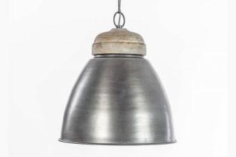 גוף תאורה מוארך ממתכת לעיצוב פינת האוכל    גוף תאורה מוארך שלושה בתי מנורה. המנורה מתאימה לפיזור תאורה חמה ועיצוב מיוחד בסביבת פינת האוכל או הדלפק במטבח. מיוצרת מאלומיניום ומתכת ממצופה פליז ומתאימה לפנים הבית ולעיצוב חלל המגורים. הזמנה ומשלוח לכל הארץ, עכשיו במלאי.